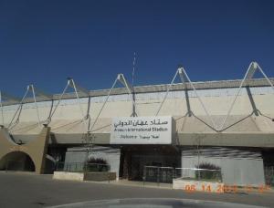 Nada de suntuosidades ni lujos petroleros. La puerta del estadio Internacional de Amman. ¿Por aquí saldrá Ecuador?