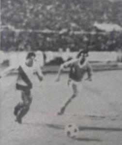 Juan Madruñero arrastra a un uruguayo.