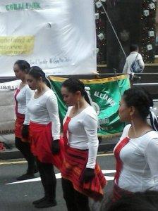 Ellas son oriundas de la región de Ilocos Norte y bailan música típica de su tierra.