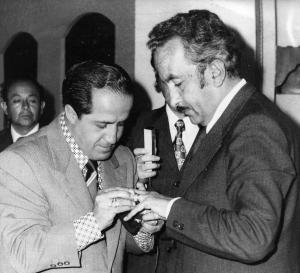 Media historia de la radio quiteña está en esta foto. Carlos Machado y Alfonso Laso, dos estilos opuestos, dos mercados distintos. Lìderes igual. Desde que ellos se fueron, nada fue igual.