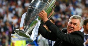 Ancelotti y la corona merecidamente lograda (foto www.realmadrid.com)