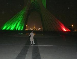 B. en la Torre Azadi, el Panecillo (?) de Teherán.