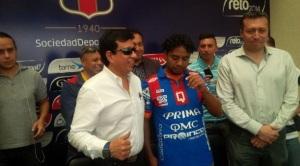 Salas, el día de su presentación en Deportivo Quito. (Foto de El Comercio)