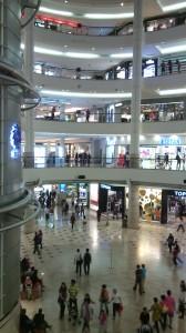 El centro comercial que queda en las primeras plantas de las torres Petronas.